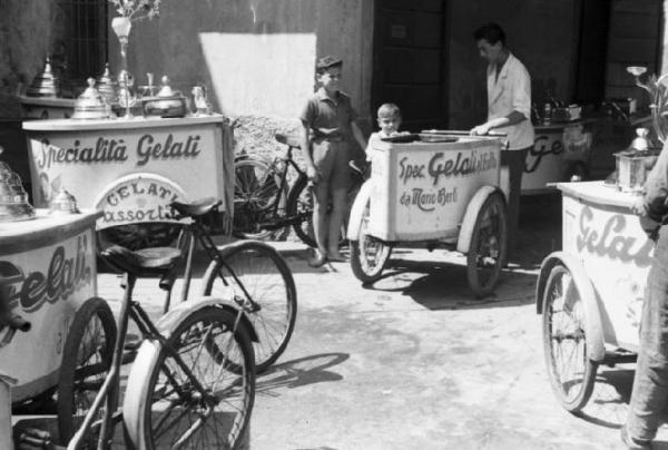 Il Carretto Dei Gelati (Bicycle Ice-Cream Cart)