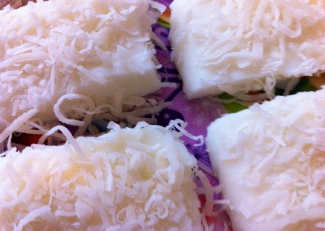Coconut Milk Snow Cake ( 椰香鮮奶雪花糕 )